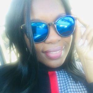 Accessories - 💕Brand new retro cateye sunglasses black 💕